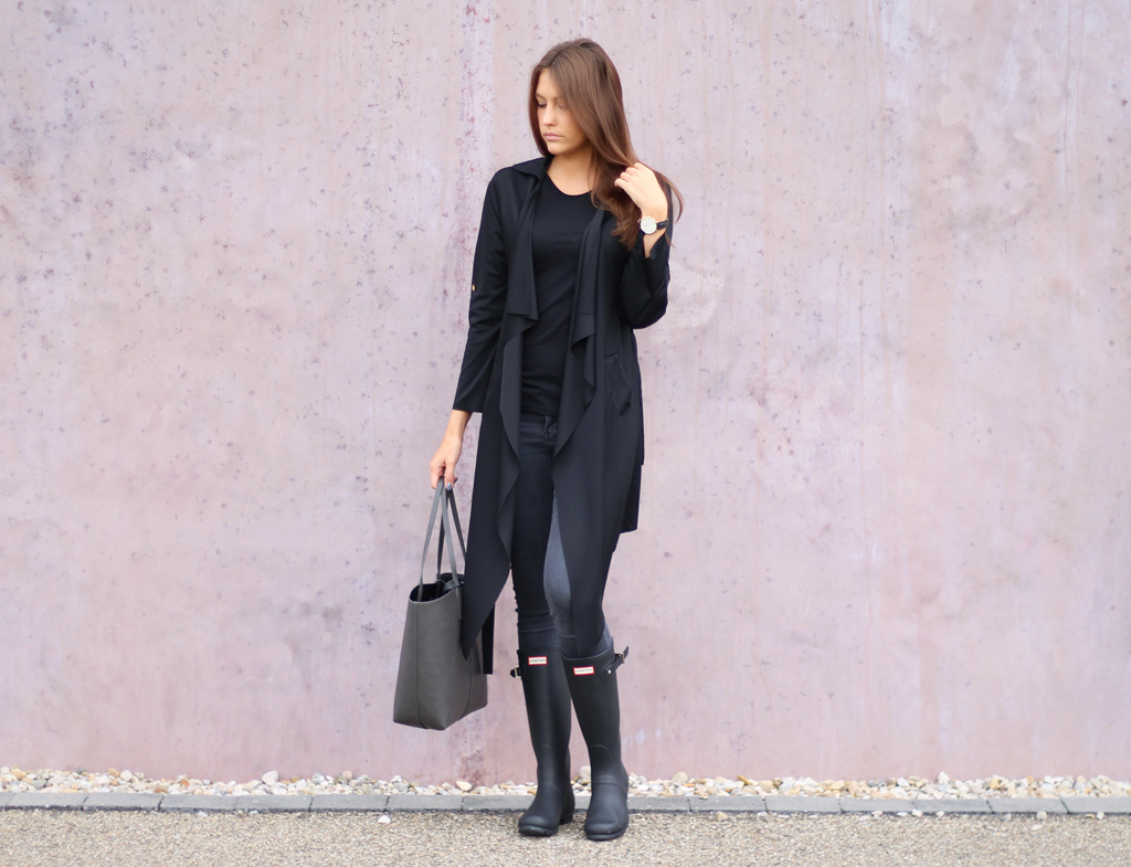 Black Outfit with my beloved Shoes - Hunter Boots