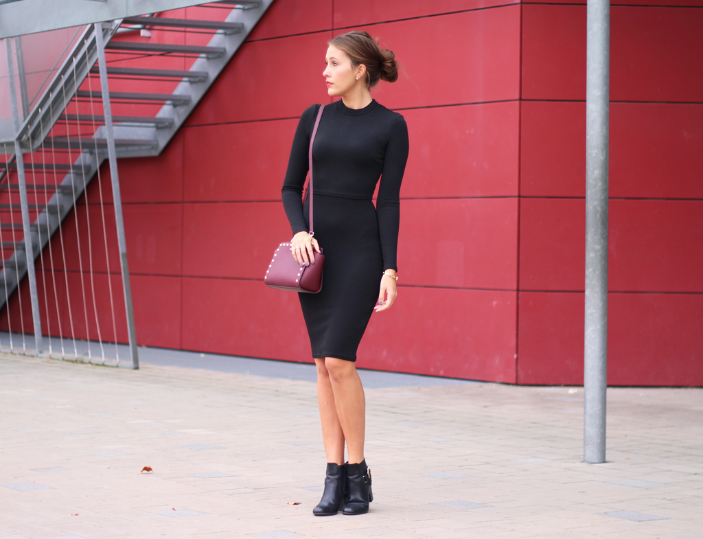 Black Dress with red Bag