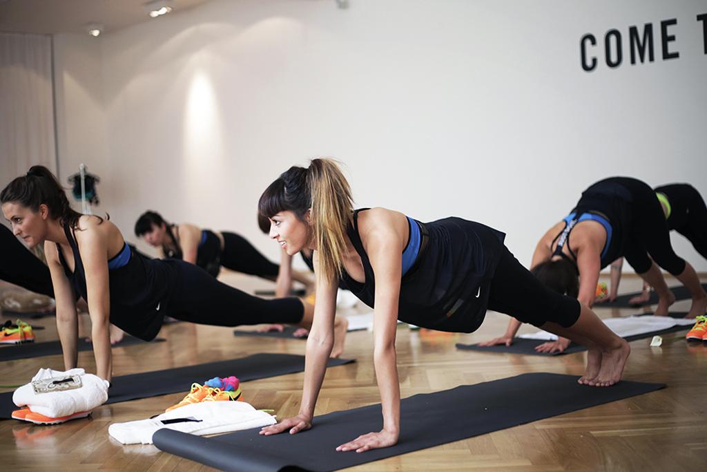 nike-probra-yoga-seassion