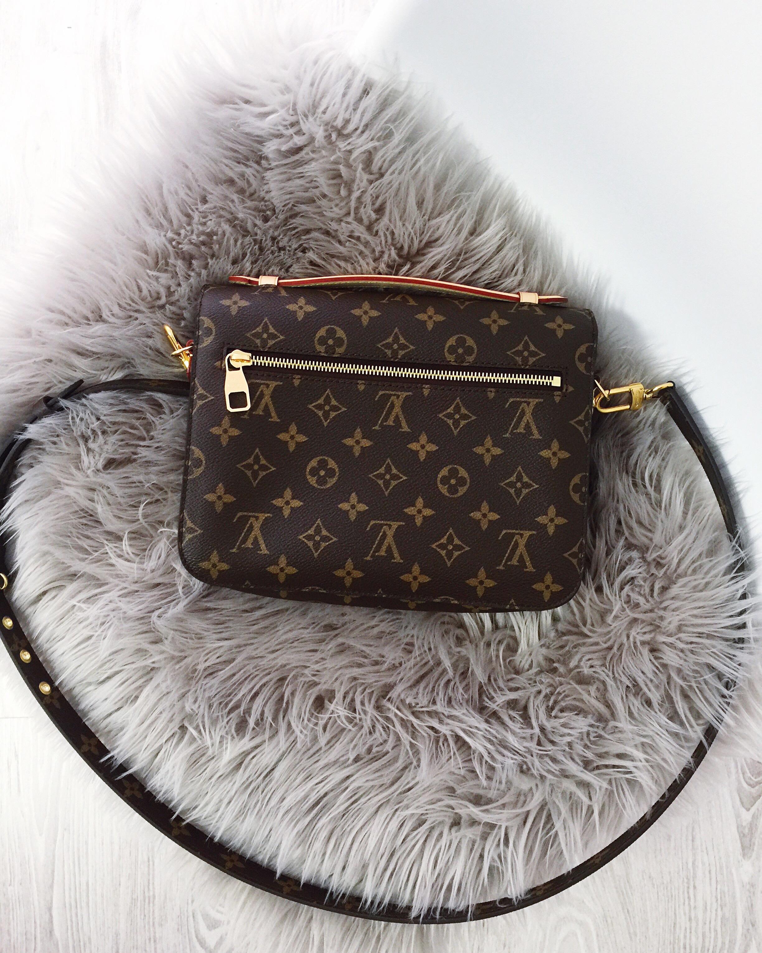 Louis Vuitton Pochette Metis hinten