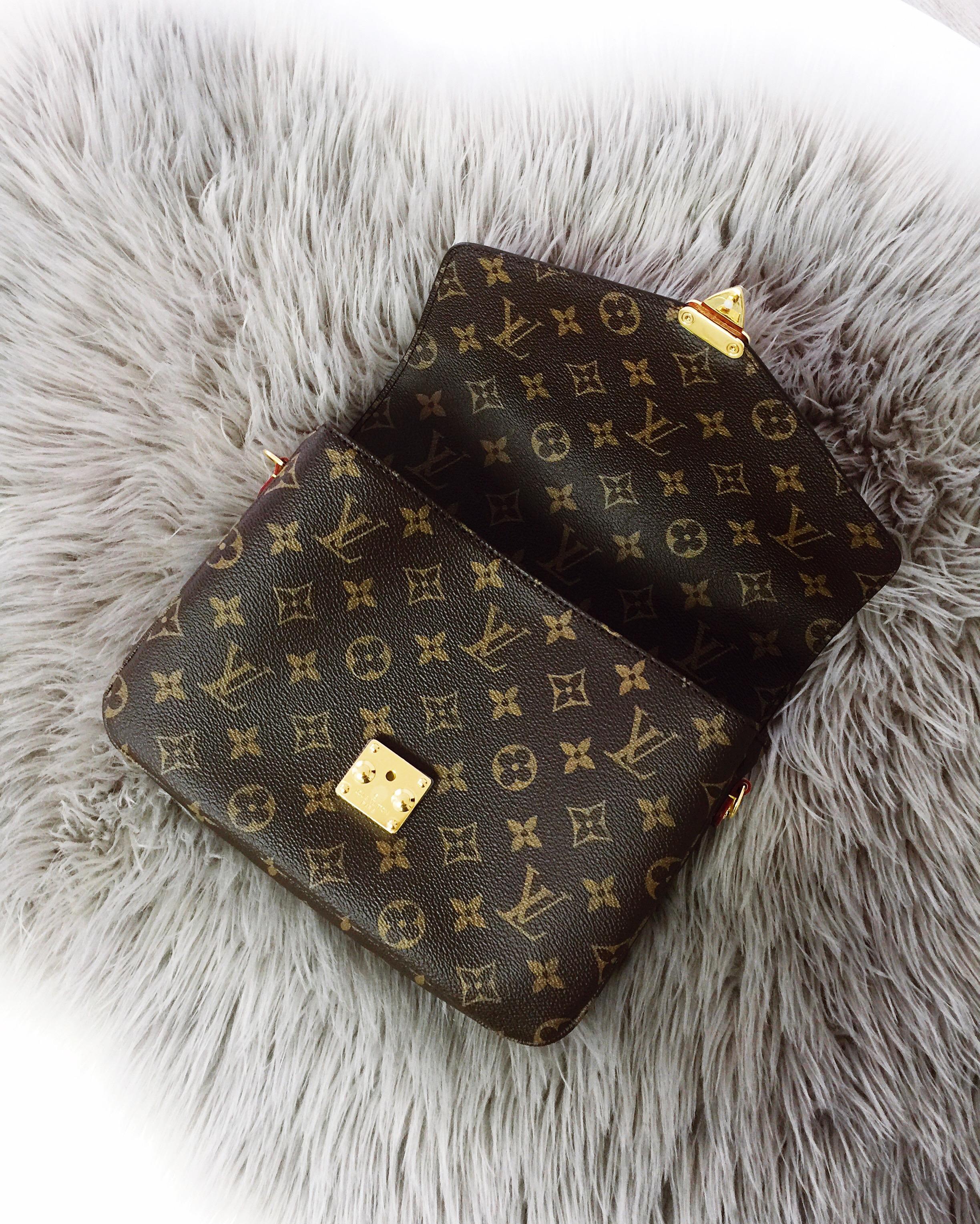Louis Vuitton Pochette Metis innen