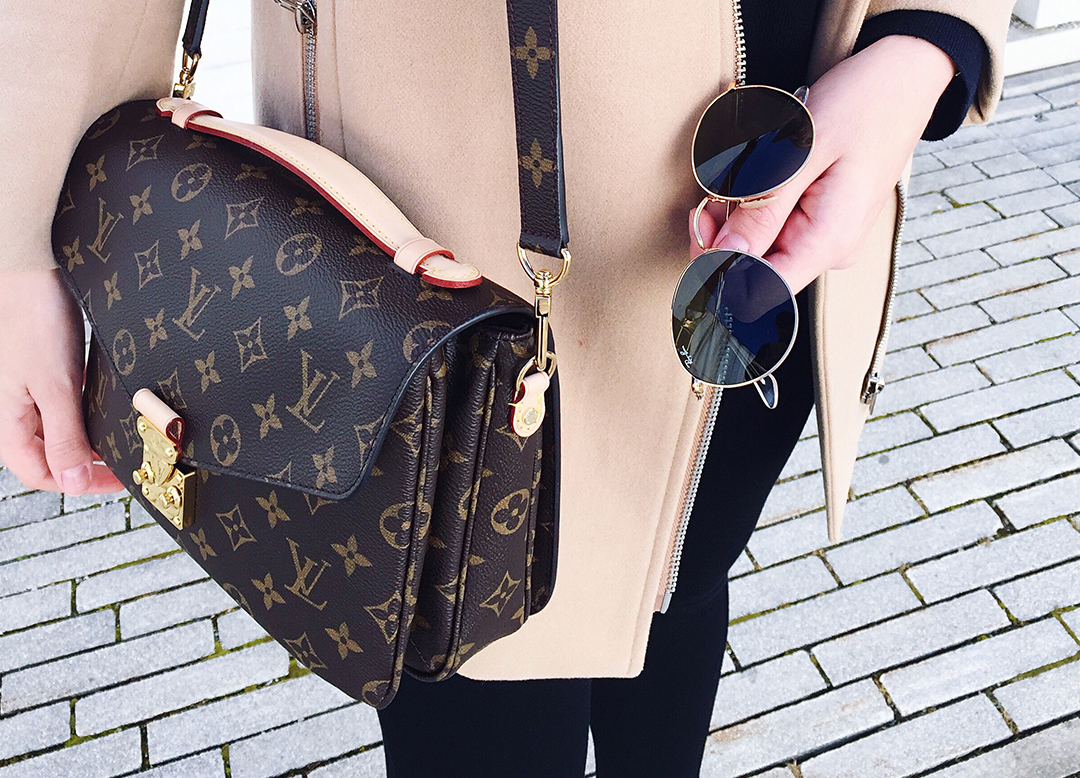 Louis Vuitton Pochette Metis Blogger
