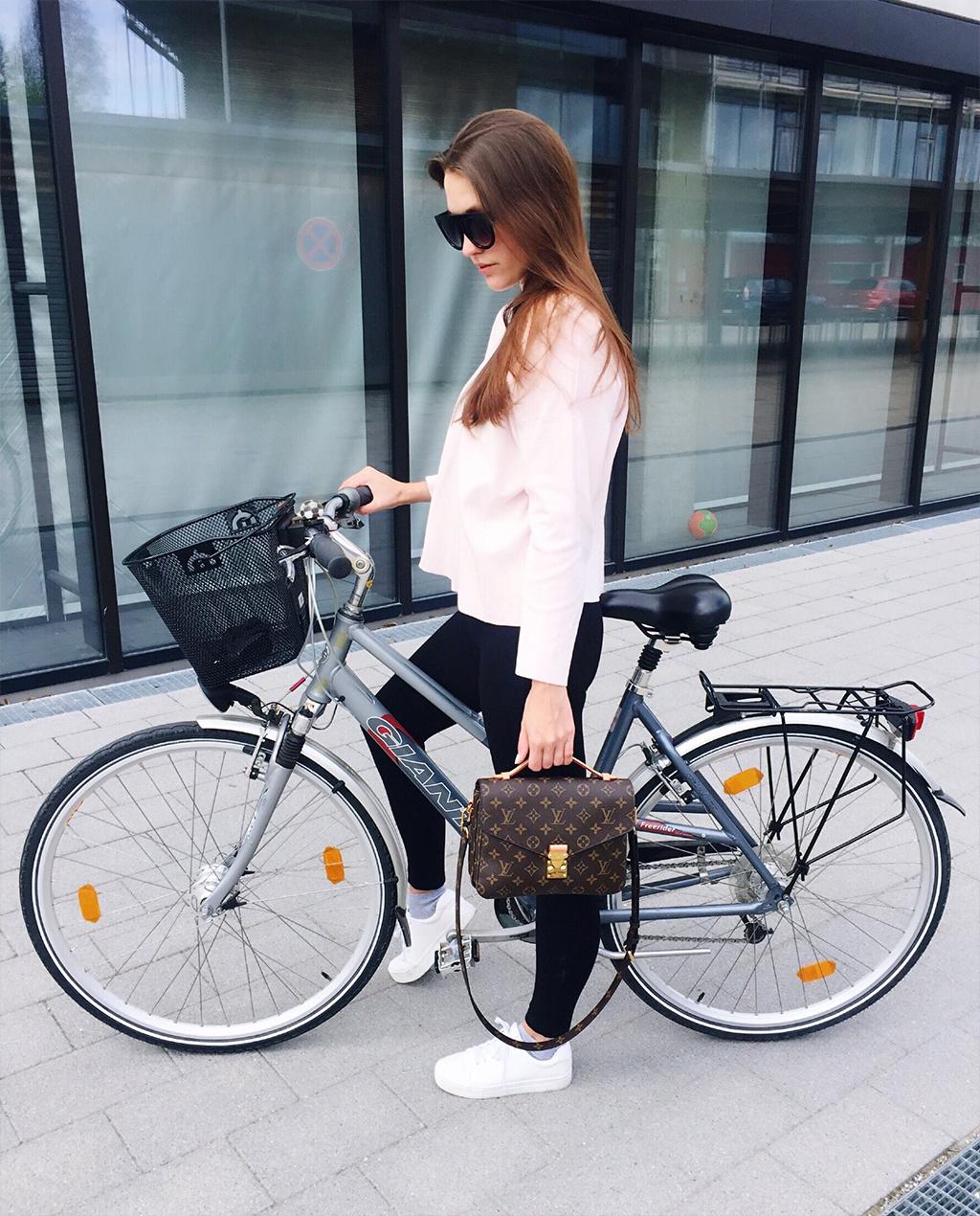 Spring Fahrrad-Tour Louis Vuitton Pochette Metis