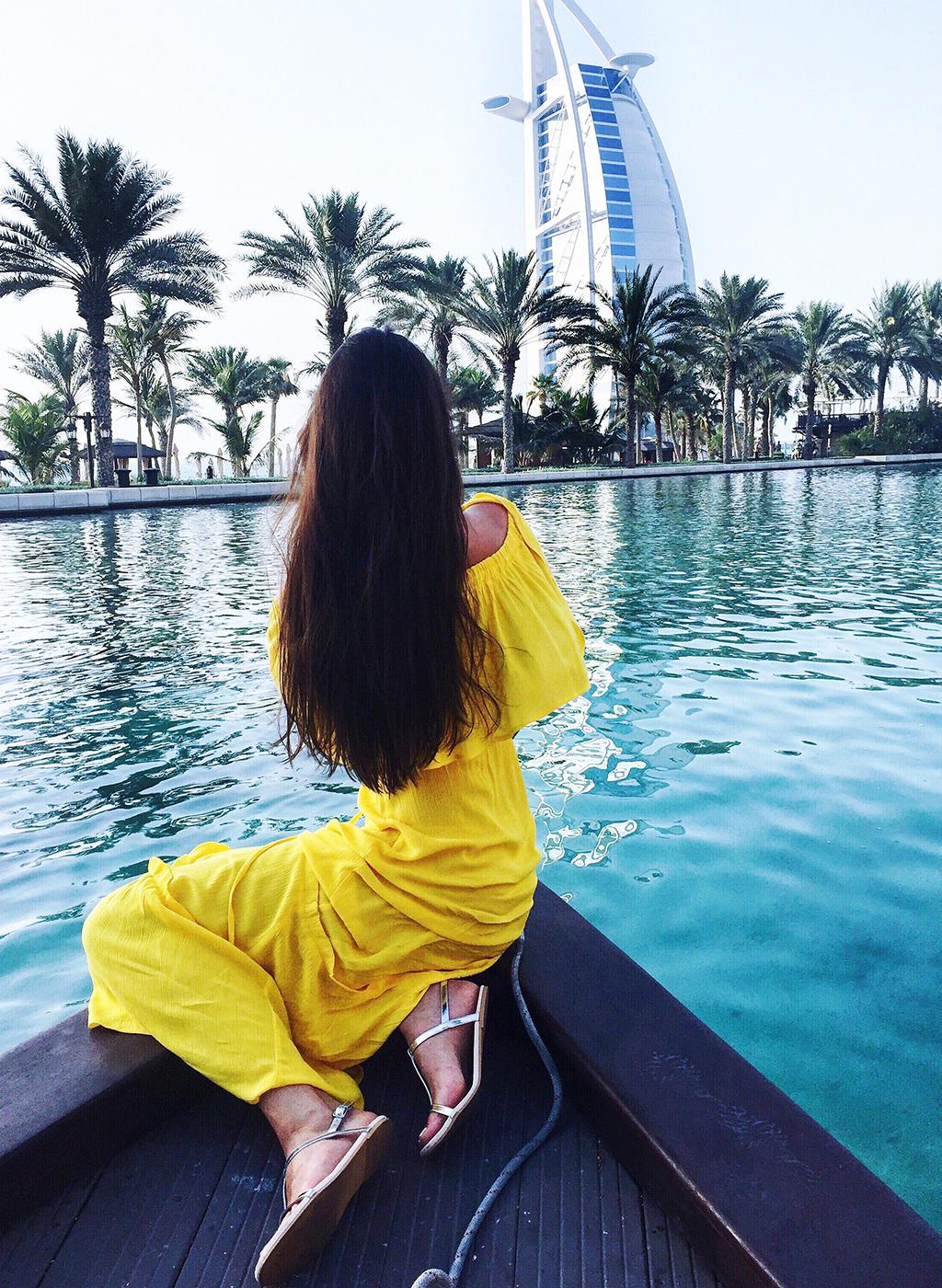 Burj al Arab Wasser Boot gelbes Maxikleid