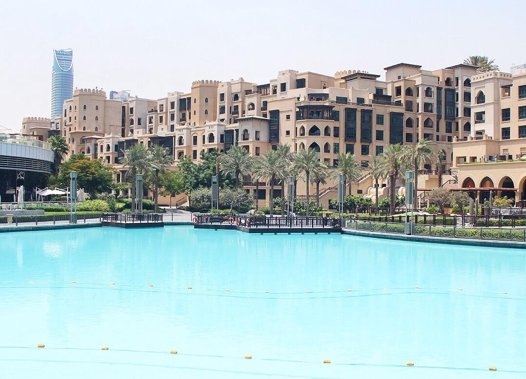 Dubai Mall Hotel Pool Wasseranlage Burj Khalifa