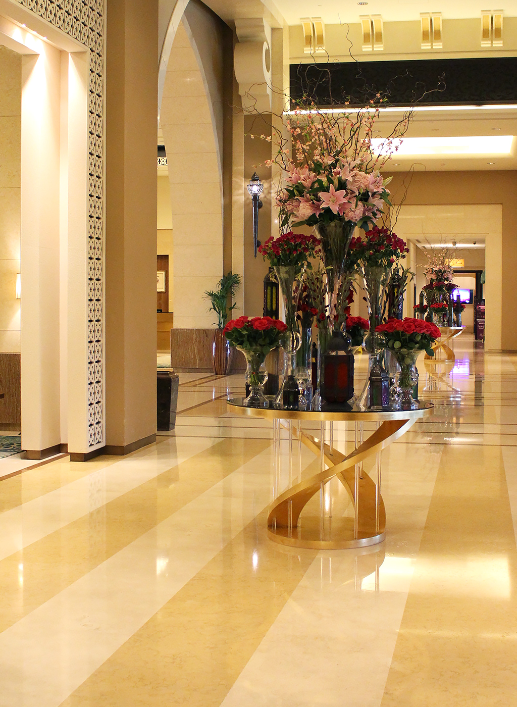 Fairmont The Palm Hotel Dubai Review Blumen Lobby Eingangsbereich