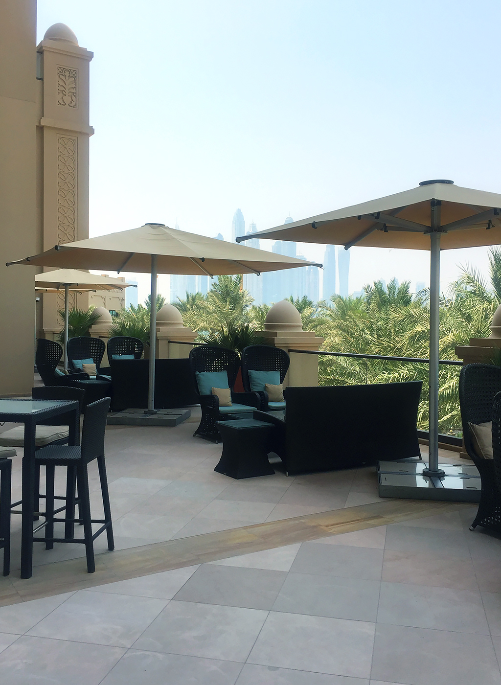 Fairmont The Palm Hotel Dubai Review Terrasse Aussicht Marina Mall