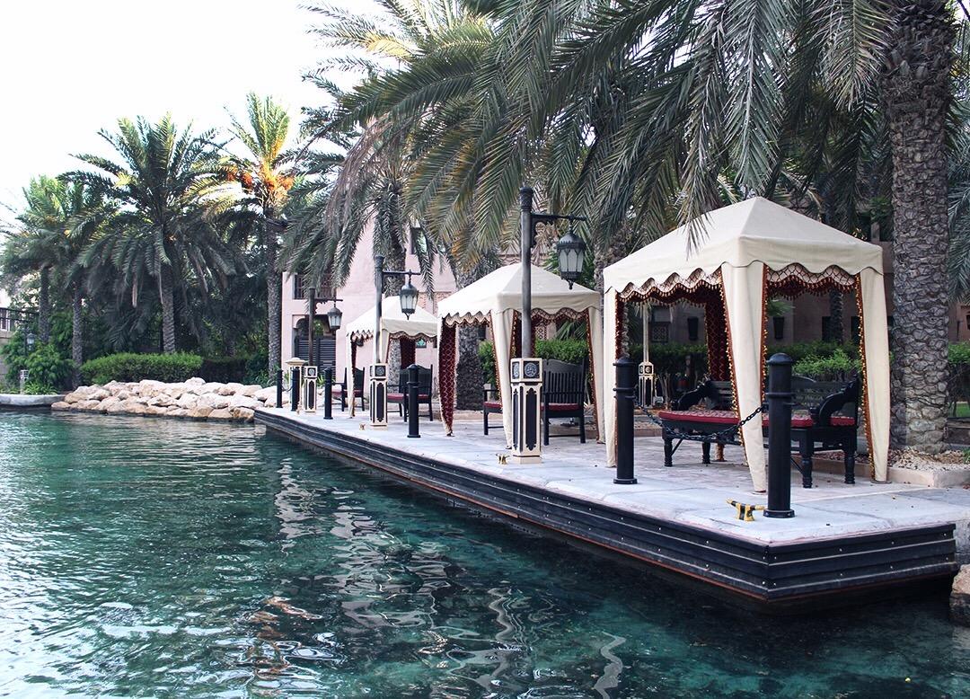 Jumeirah Madinat orientalisch Boot Palmen